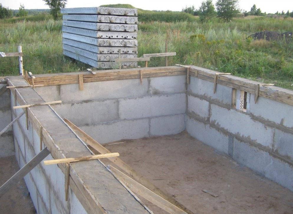 Утепление и гидроизоляция ленточного и плитного фундаментов