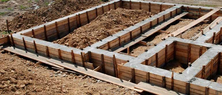 Как залить фундамент: этапы работы, схемы и способы создания основания
