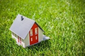 Особенности оформления договора на куплю-продажу земельного участка по доверенности и его образец