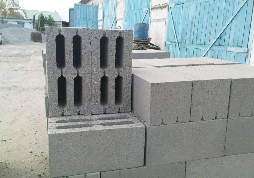 Блоки для изготовления опорной стены из бетона