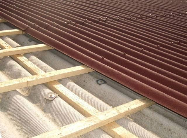Что лучше - ондулин или профнастил для перекрытия крыши?
