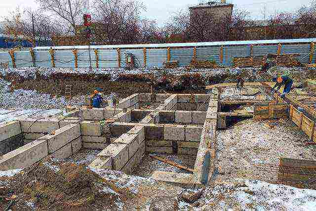 Фундамент из бетонных блоков фбс: сборный ленточный, для дома