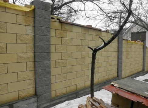Заборы из шлакоблока. как построить забор из шлакоблоков своими руками?