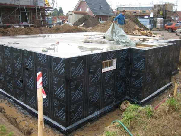 Заливка и шлифовка бетонных стен: инструкция, как сделать своими руками армирование, опалубку, провести расчеты, цена работы за м2, особенности устройства погреба