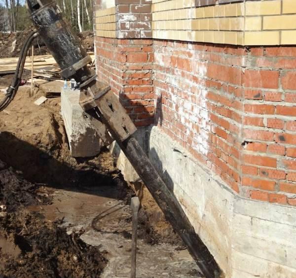 Как заделать трещину в стене кирпичного дома? чем делать стяжку, как стянуть, если треснула конструкция из кирпича