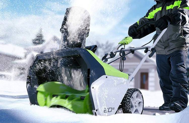 Электрический самоходный снегоуборщик: критерии выбора, преимущества и недостатки, технические характеристики