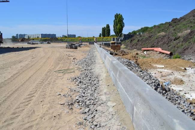 Способы изготовления и установки садового бетонного бордюра