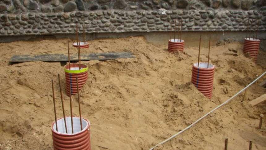 Столбчатый фундамент из труб (асбестовых, железных, пвх) от разметки до заливки: инструкция, как возвести своими руками