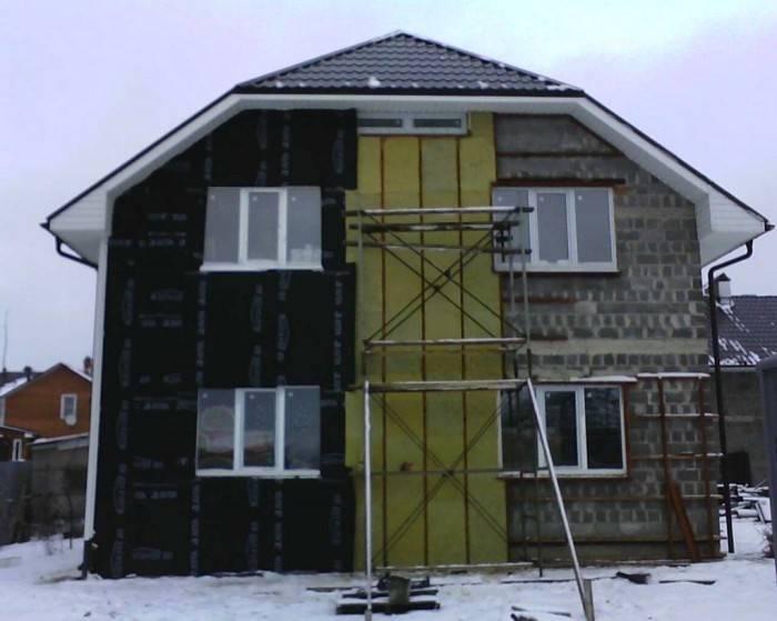 Для чего необходимо утепление бетонных стен снаружи и внутри, порядок работ и виды материалов