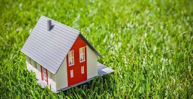 Как оформить землю в собственность, если дом в собственности: особенности процедуры, если участок администрации, получен по завещанию, а также в аренде
