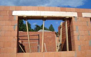 Окно в кирпичной стене: требования к устройству оконных проемов, как сделать при возведении дома, прорезать в готовой конструкции, расширить и уменьшить, цена работ