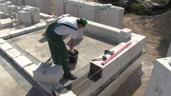 Как построить гараж из пеноблоков своими руками: видео инструкция