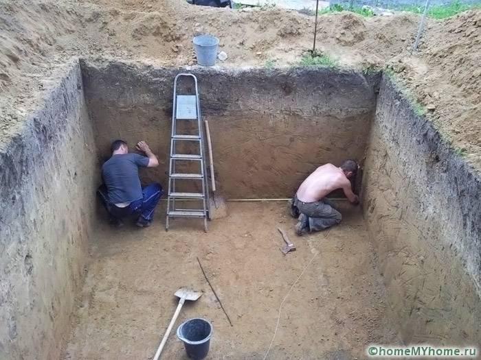 Чем обложить погреб: выбор материалов, особенности применения металла, кирпича, дерева и бетонных блоков