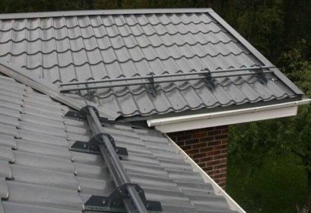 Как правильно устанавливать снегозадержатели на крышу своими руками