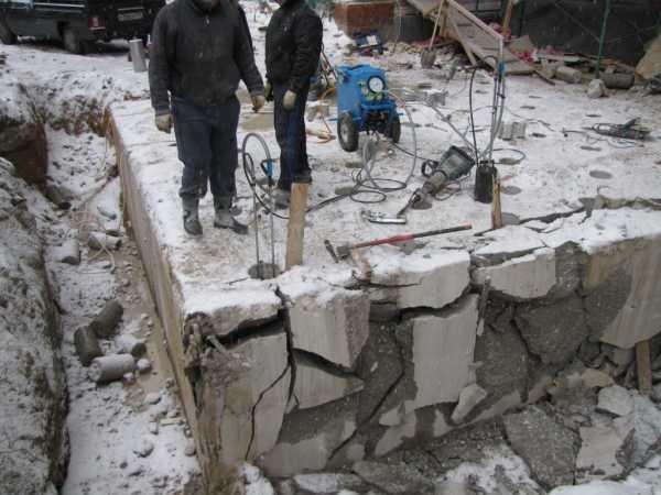 Разборка бетонных фундаментов: виды оснований и их демонтаж