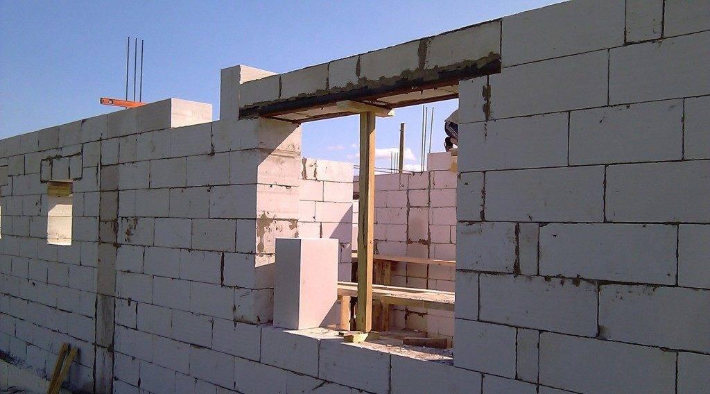 Все о перемычках для стен из газобетонных блоков: виды, расчет, устройство