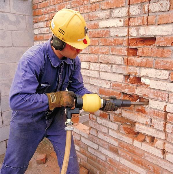 Демонтаж кирпичной стены: способы, этапы работ вручную