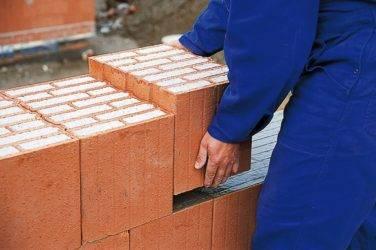 Что лучше: блок или кирпич, строительство домов из керамических материалов винербергер, кладка своими руками, инструкция, фото и видео-уроки, цена