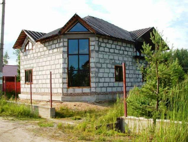 Дом из пенобетонных блоков: плюсы, минусы и особенности постройки