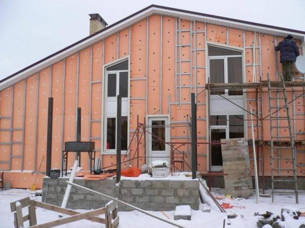 Утепление стен из пеноблоков снаружи под сайдинг: правильная технология теплоизоляции и отделка фасада пенобетонного дома изнутри