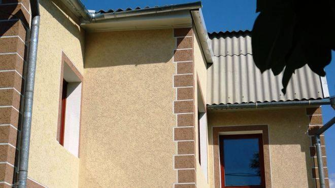 Отделка фасада дома «короедом»