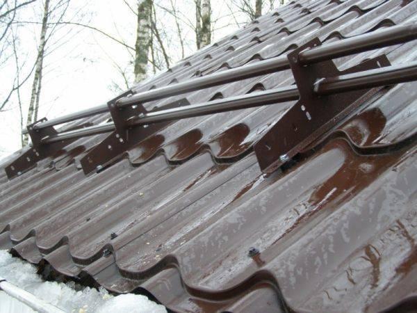 Снегозадержатели на крышу из профлиста: выбор и установка своими руками