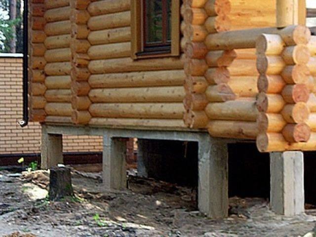 Как закрыть столбчатый фундамент снаружи своими руками: инструкция по изготовлению забирки, выглядящей как цоколь