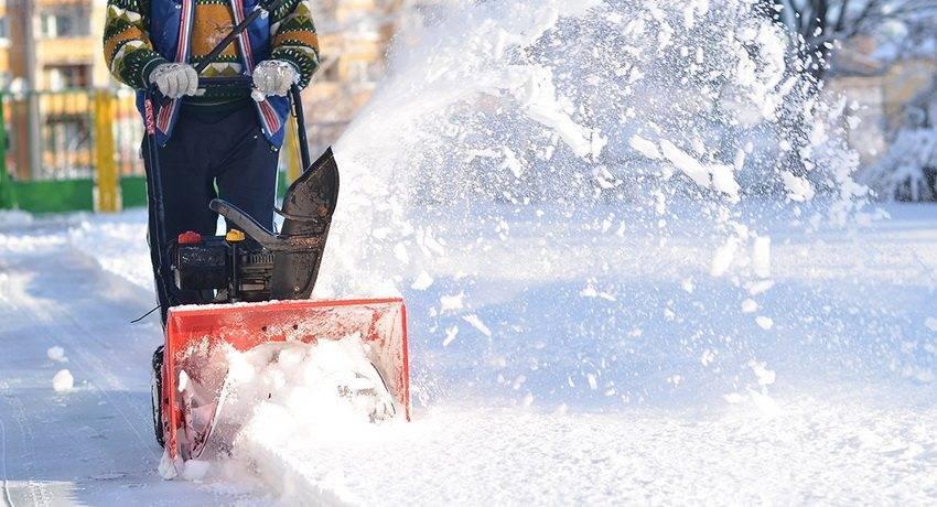 Обзор самоходных бензиновых снегоуборщиков для дачи