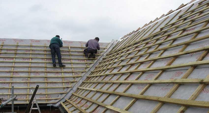 Как правильно выполнить монтаж профнастила на крышу – пошаговое руководство