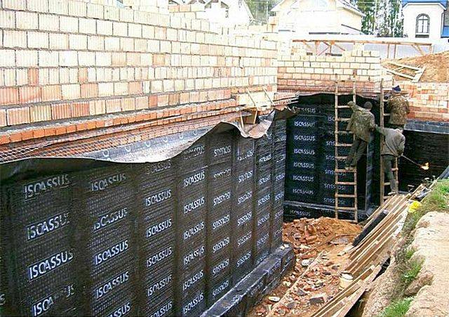Гидроизоляция стен в москве, материалы и способы применения, вертикальная и горизонтальная гидроизоляция, нанесение на бетон, кирпич, дерево и металл, цены и фото, схема работы | utexo | гидроизоляция