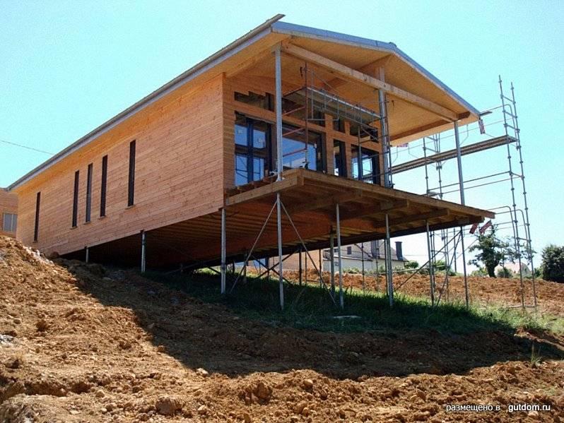 Строительство дома на склоне: особенности постройки, пошаговая инструкция
