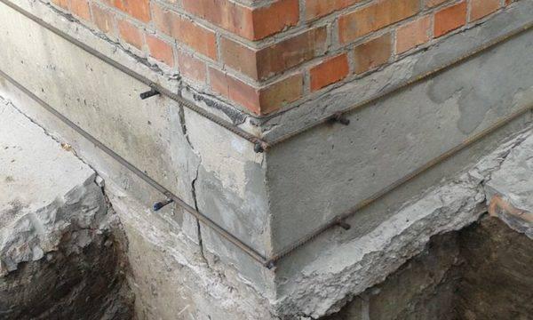 Усиление фундамента: укрепление своими руками для частного дома, как укрепить и усилить основание старого здания, что делать, если треснула основа