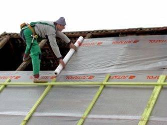 Какой стороной класть пароизоляцию: как укладывать на крышу, технология