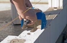 Правила и нюансы монтажа стен из пеноблоков своими руками