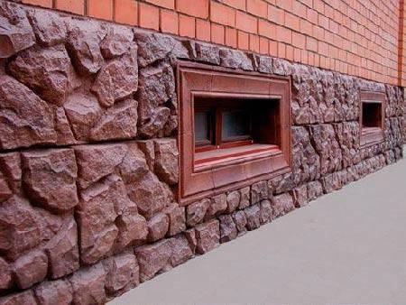 Достоинства и недостатки использования, инструкция по обшивке цоколя панелями под камень