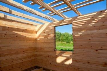 Технология сборки из строительного бруса стен дома или бани
