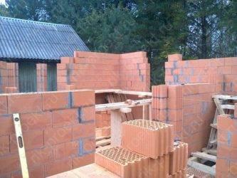 Как построить дом из керамических блоков?