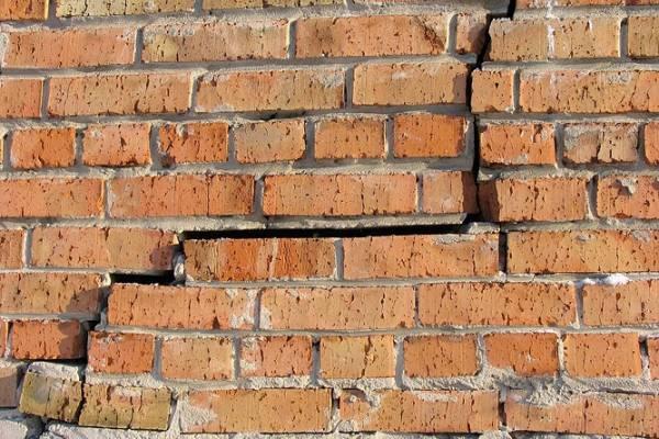 Трещины в стене из пеноблоков: причины появления, как и чем можно заделать?