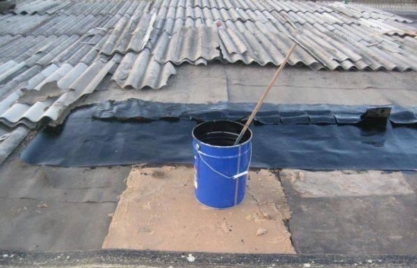 Чем заделать трещину в шифере на крыше, заклеить пробоину или дырку