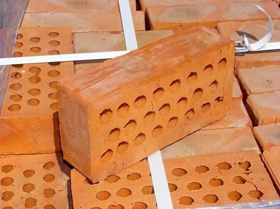 Выбор толщины стены из пустотелого кирпича. пустотелый керамический кирпич: от характеристик до несущей стены