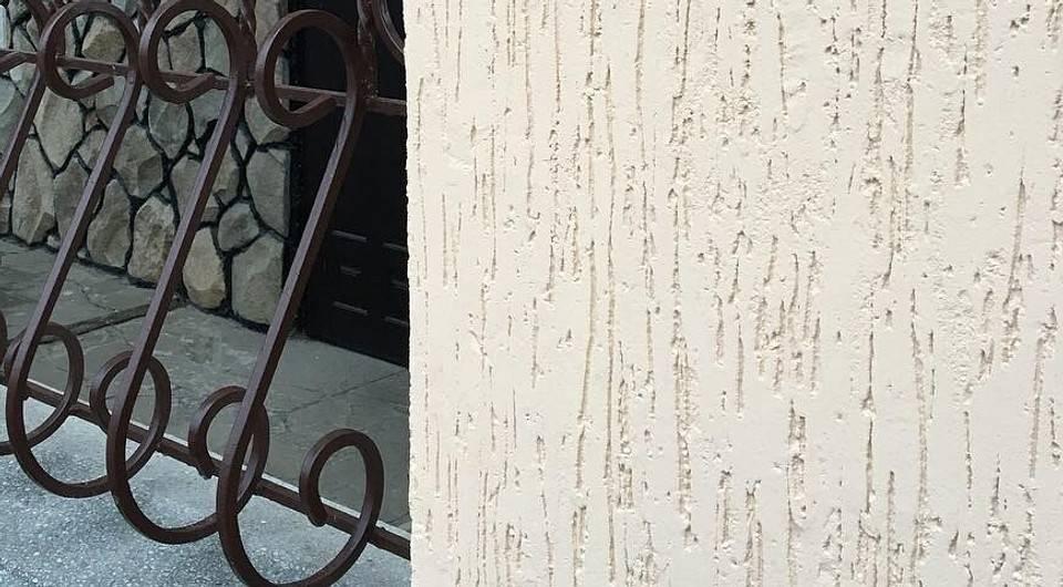Все о фасадной штукатурке короед, технология нанесения и отделки + фото фасадов частных домов