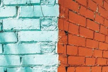 Виды фасадных красок для работы по кирпичным поверхностям