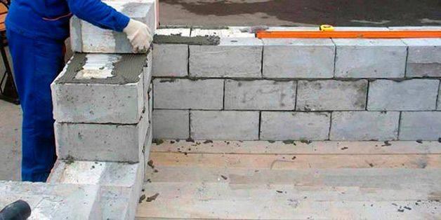 Какими должны быть блоки стен подвала?