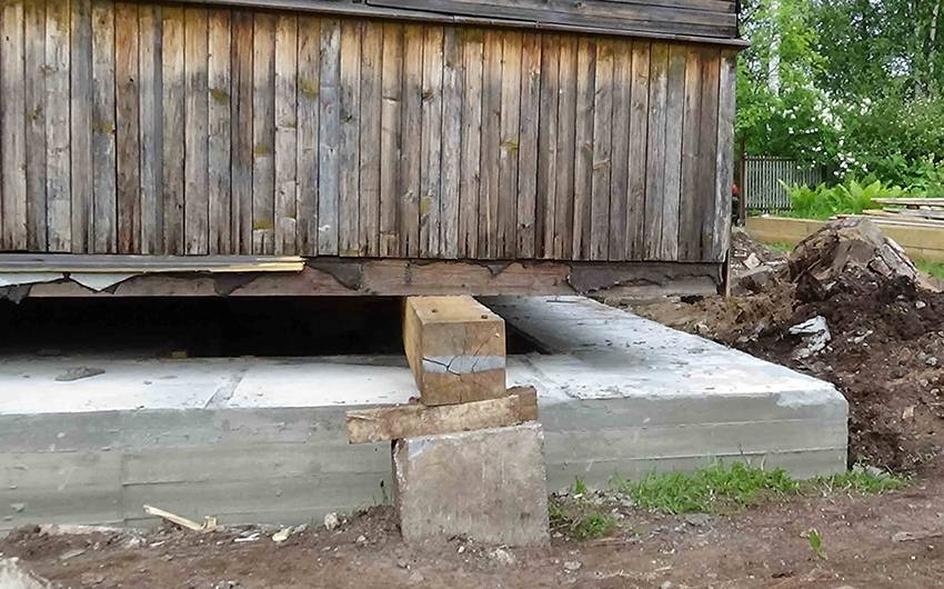 Технология ремонта фундамента винтовыми сваями: замена, перенос, реконструкция и демонтаж старого основания