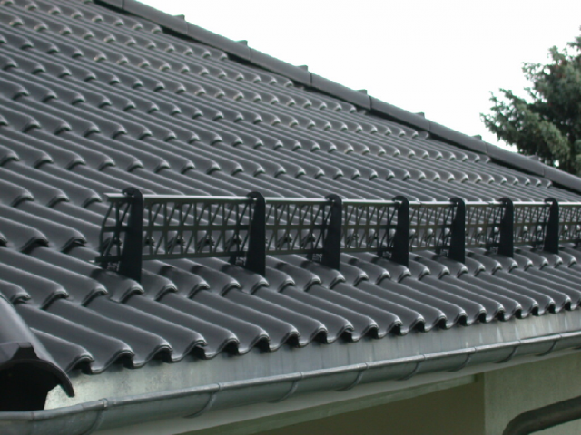 ❄ снегозадержатели на крышу: устройство и правила установки