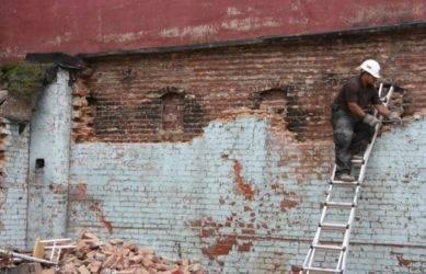 Как разобрать стену из кирпича