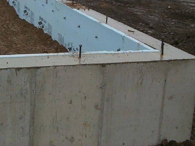 Фундамент плита: расчет толщины бетона для дома из газобетона