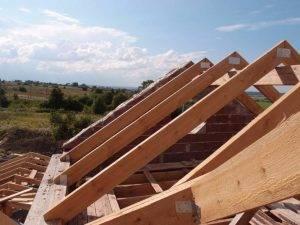 Варианты двухскатных крыш и их особенности: расчет и этапы монтажа, фото