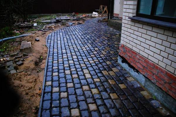 Как изготовить отмостку из тротуарной плитки вокруг дома