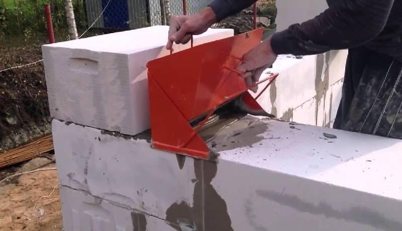 Кладка газобетона (газоблока) зимой на клей — можно ли строить дом в зимнее время